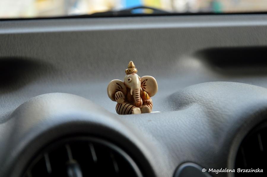 Ganesha na kokpicie samochodu. Ahmedabad, India 2014 © Magdalena Brzezińska