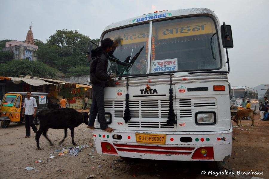 Przygotowania przed odjazdem. Pushkar, India 2014 © Magdalena Brzezińska