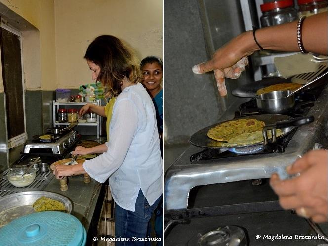pomagam rozwałkowywać ciasto © Magdalena Brzezińska