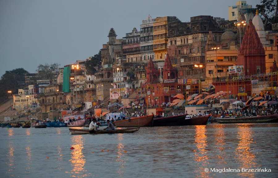 Waranasi. widok na Dashashwamedh Gath od strony Gangesu. Indie 2015 © Magdalena Brzezińska