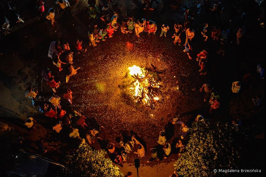 Holika Dahan, 5 marca 2015 r., Ahmedabad, Indie © Magdalena Brzezińska