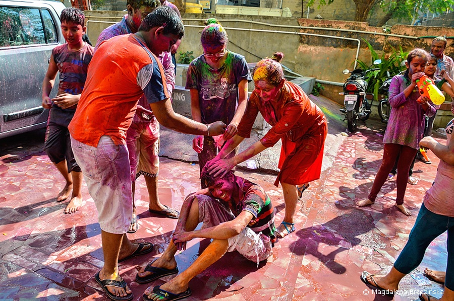 A co! Holi, 6 marca 2015 r., Ahmedabad, Indie © Magdalena Brzezińska