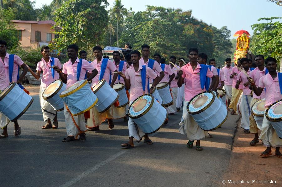 Mężczyźni ubrani w mundu. Kerala, Indie 2016 © Magdalena Brzezińska
