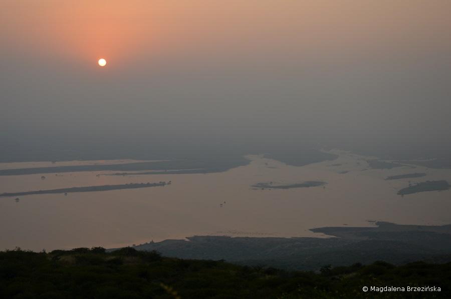 Widok na rozlewisko rzeki Shatrunjaya. Indie 2014 © Magdalena Brzezińska