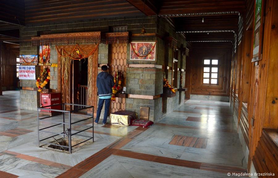Manu Temple w środku. Manali, Indie, lipiec 2016 r. © Magdalena Brzezińska