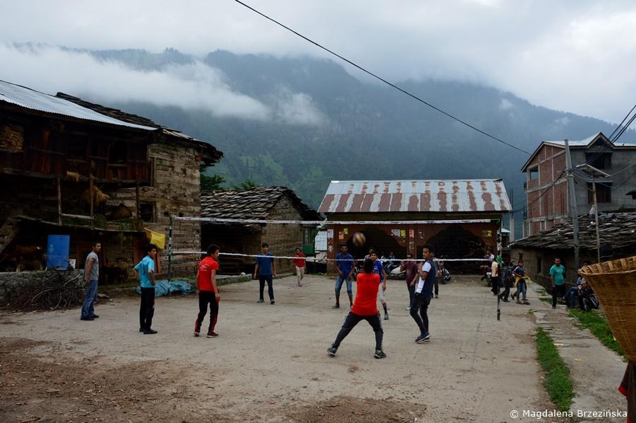 Mecz siatkówki w niezwykłym otoczeniu. Manali, Indie, lipiec 2016 r. © Magdalena Brzezińska