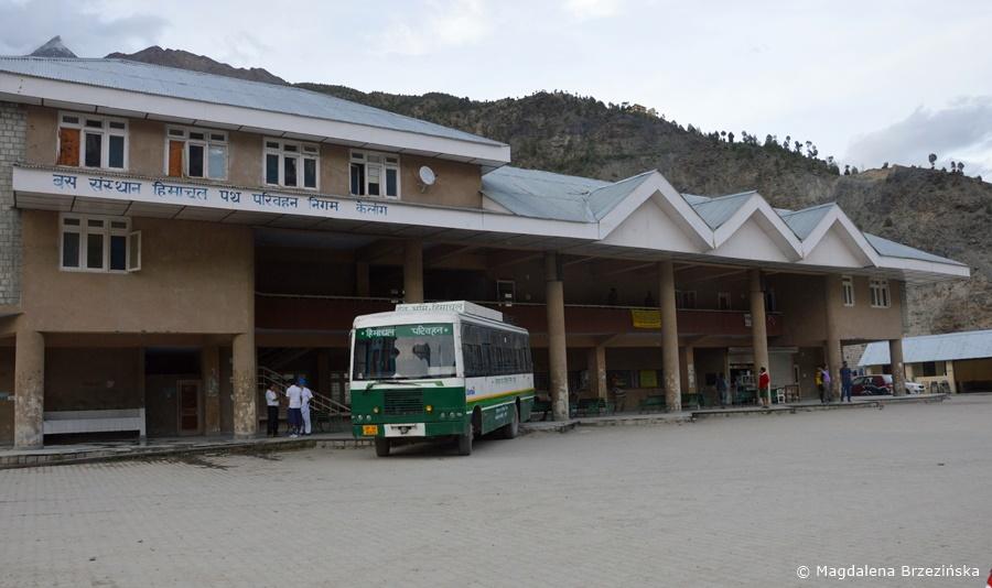 Dworzec autobusowy w Keylong, Indie, lipiec 2016 © Magdalena Brzezińska