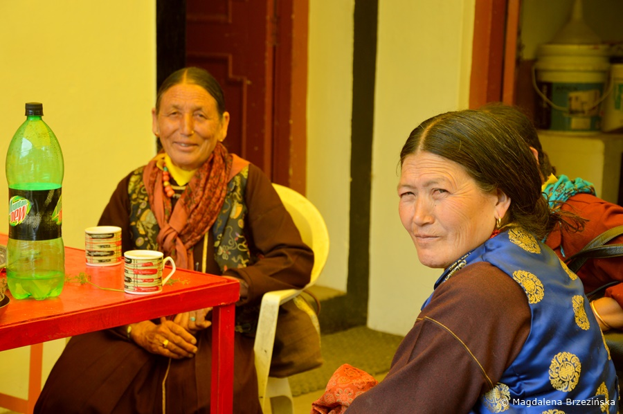 Kobiety z Lahaul-Spiti. Klasztor Shashur, Indie, lipiec 2016 © Magdalena Brzezińska