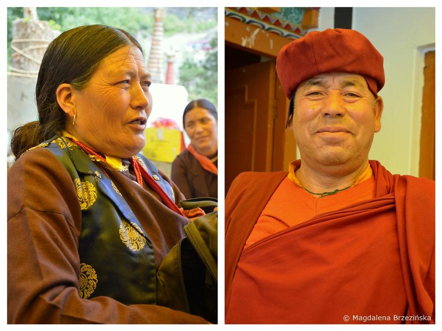 Kobieta z dystryktu Lahaul-Spiti i mnich Red Hat. Klasztor Shashur, Indie, lipiec 2016 © Magdalena Brzezińska