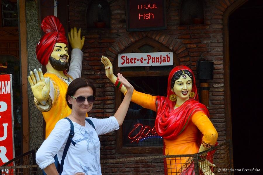 fot. Pendżabska bhangra w Manali? © Magdalena Brzezińska, Indie 2016