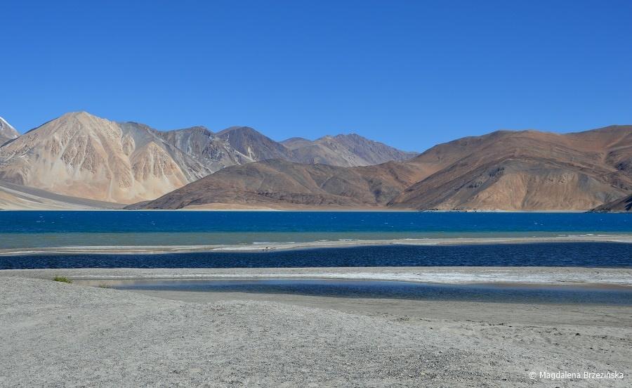 fot. Ile kolorów wody widzicie? © Magdalena Brzezińska, Pangong Tso, Ladakh, Indie 2016