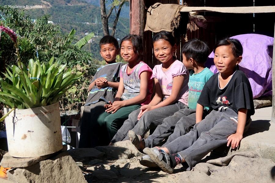 fot. Z tymi dziećmi świetnie dogadywałam się na migi © Magdalena Brzezińska, Kigwema, Nagaland, Indie, 2019