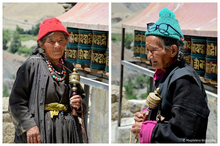 fot. Kobiety z młynkami modlitewnymi © Magdalena Brzezińska, Ladakh, Indie 2016