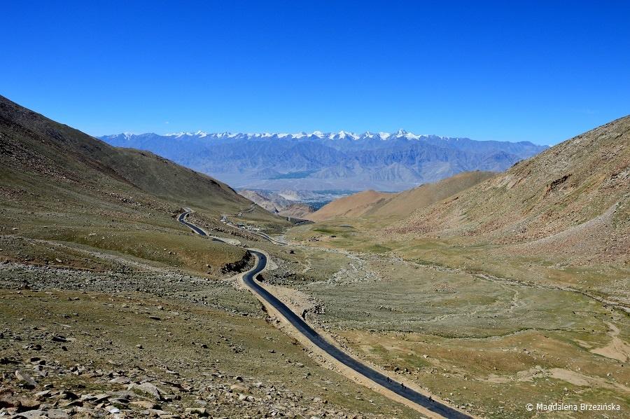fot. Droga do Khardung La © Magdalena Brzezińska, Ladakh, Indie 2016