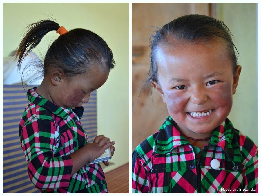 fot. Dziecko właściciela gust house'u w Spangmik © Magdalena Brzezińska, Ladakh, Indie 2016