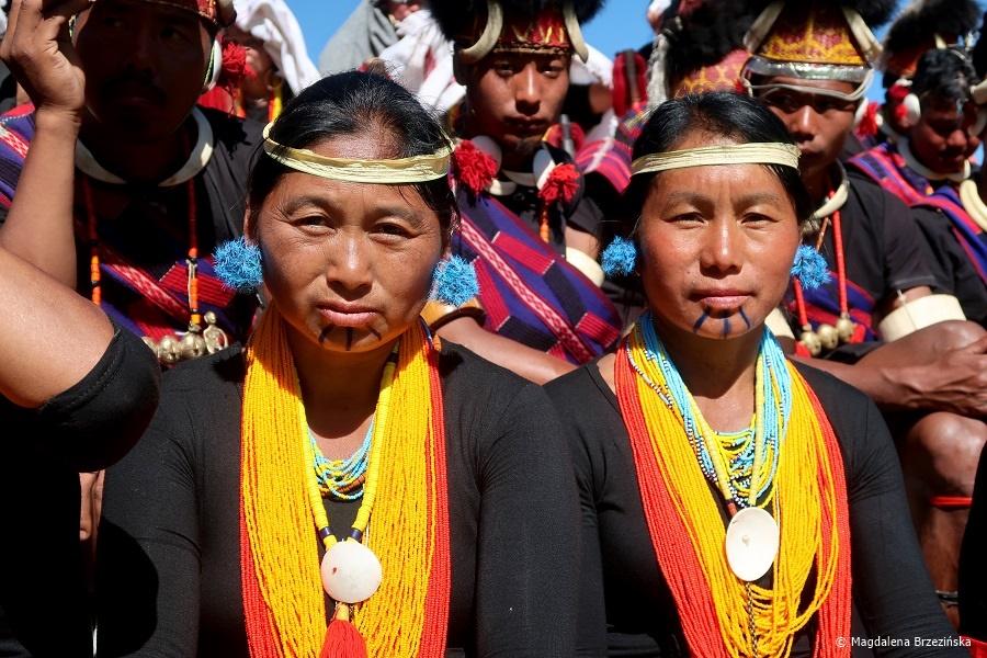 fot. Dziewczyny z plemienia Khiamniungan © Magdalena Brzezińska, Hornbill Festiwal, Kisama, Indie, 2019