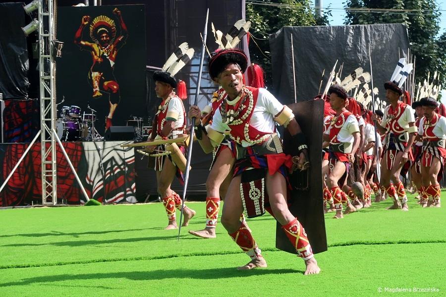 fot. Wojownicy z plemienia Sangtam © Magdalena Brzezińska, Hornbill Festiwal, Kisama, Indie, 2019