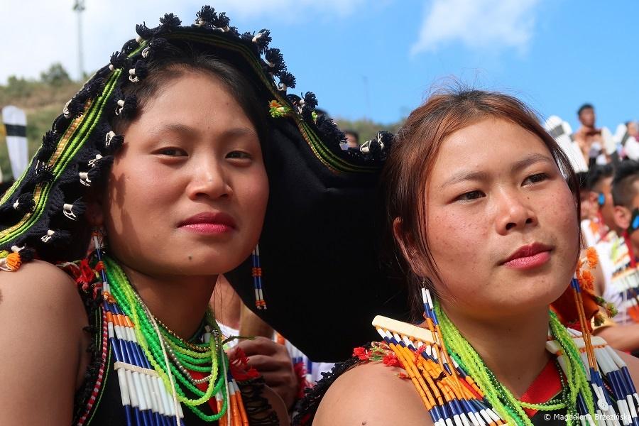 fot. Dziewczyny z plemienia Chakhesang © Magdalena Brzezińska, Hornbill Festiwal, Kisama, Indie, 2019
